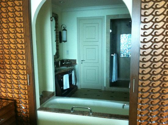 Atlantis, The Palm: Open bathroom in Deluxe Ocean view