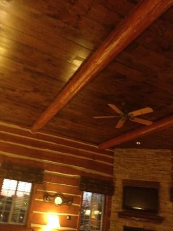 Stoney Creek Hotel & Conference Center - St. Joseph: Cattleman's Lodge room- high ceiling