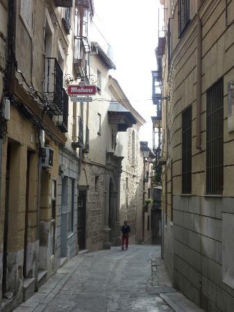 Apartamentos turisticos Casas de los Reyes: Улочки Толедо