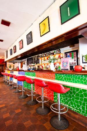 DosTrece Rest-Lounge: Long Bar