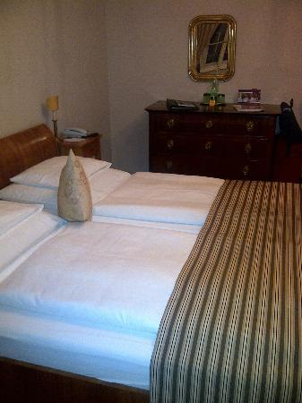 Schlosswirt zu Anif: Doppelbett