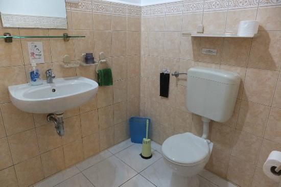 Marcosas Cottages Resort: バスルーム