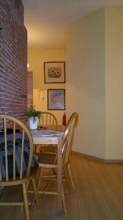 Old Town Apartments : dining Area