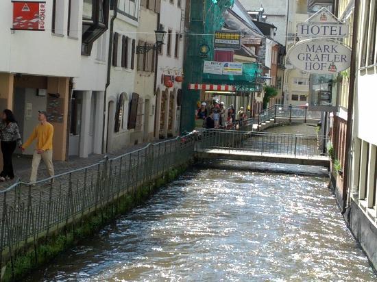 Freiburg im Breisgau, Germany: auf unserer kleinen Tourstrecke (die Fischerau)