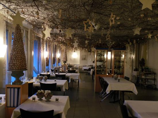Stella Hotel Interlaken : Dining room with Christmas decorations