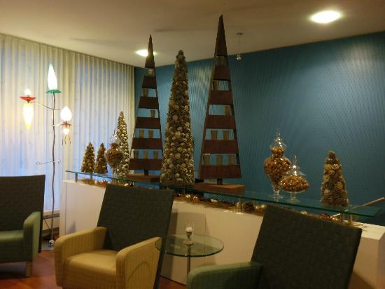 Stella Hotel Interlaken : Lobby area with Christmas decorations