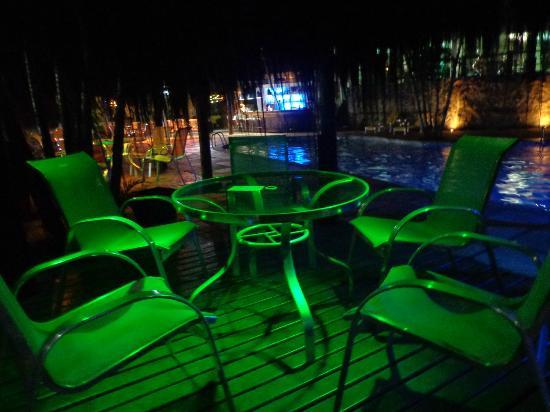 Hotel Mandragora: Frente a la pileta
