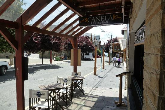Canela Restaurant: Calle Urquiza