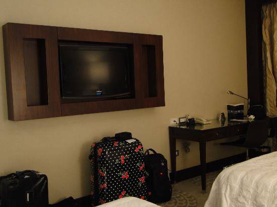 Le Meridien Pyramids Hotel & Spa: Upgrade room.