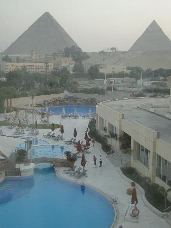 Le Meridien Pyramids Hotel & Spa: View from my room overlooking pool