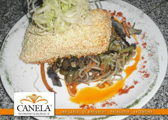 Canela Restaurant: De nuestra carta, Salmón empanado en sésamo, RIQUISIMO!