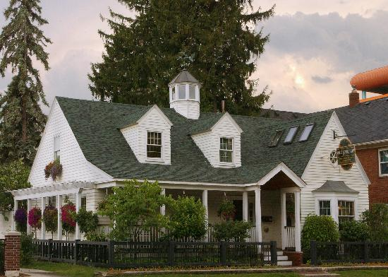 Wild Goose Inn Bed & Breakfast: Get away from it all yet still be where its at