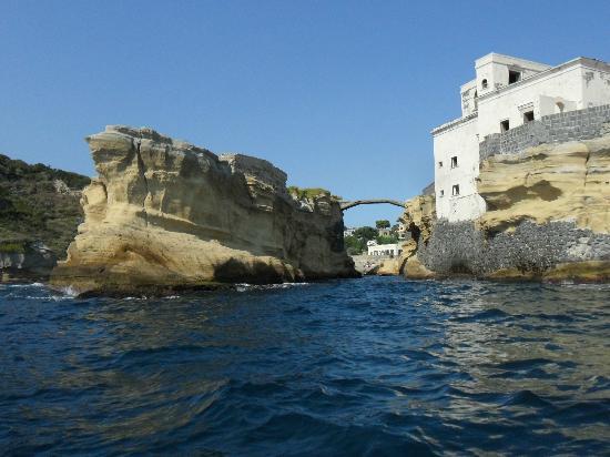 Parco Sommerso di Gaiola Area Marina Protetta: isolotto della Gaiola (resti non sommersi) vista dal mare
