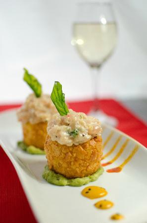 Fusiones Restaurant: Causa crocante con tartar de pollo