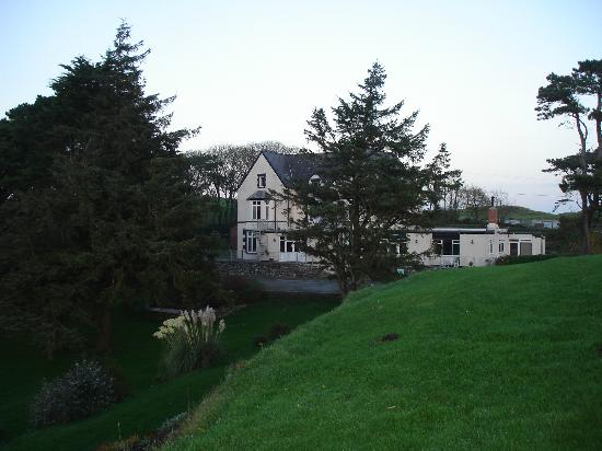 Gadlys Country House Hotel: View from the front lawn