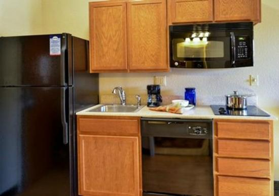 Suburban Extended Stay Hotel: Full Kitchen
