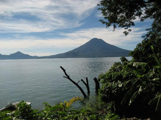 La Fortuna at Atitlan : View from the path to our bungalow