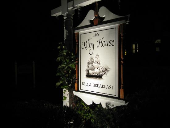 Kilby House Inn : Sign at night