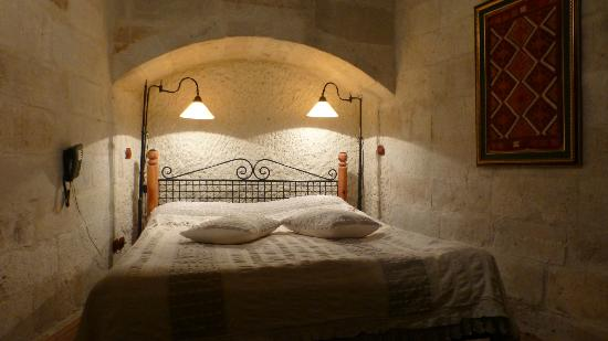 Sultan Cave Suites: Hotel room