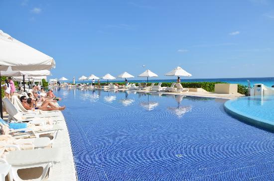 Main Pool Picture Of Live Aqua Beach Resort Cancun Cancun Tripadvisor