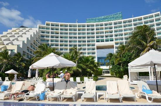 Live aqua resort deals