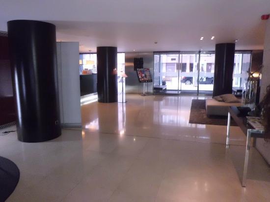 Hotel Zenit Borrell: Lobby y entrada del hotel