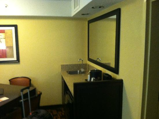 Comfort Inn University: Wet Bar