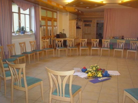 Drei Linden: Stuhlkreis Seminar im Maximilian-Saal
