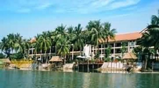 Dong An Beach Resort: Exterior