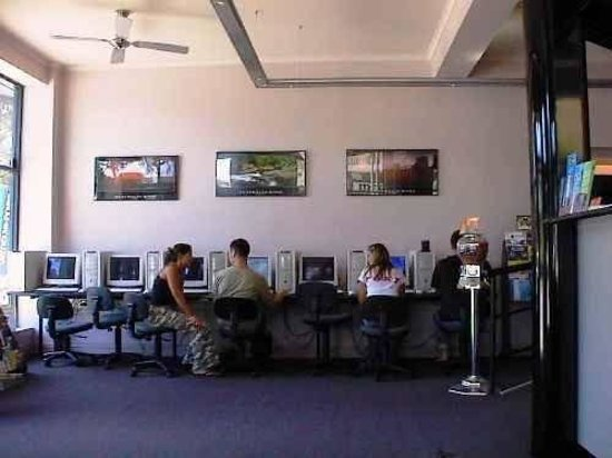 Globe Backpackers & City Oasis Resort: Internet Cafe