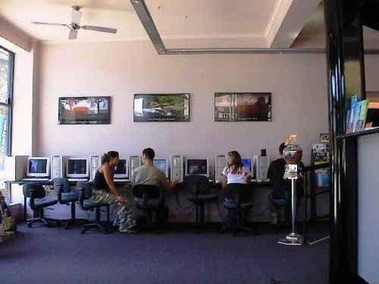 Globe Backpackers & City Oasis Resort: Internet Cafe