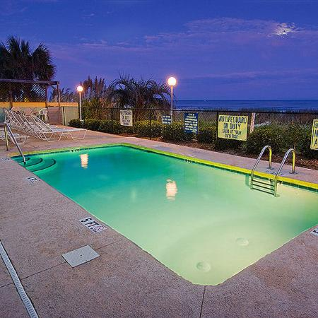Beach Club at Montego Inn: Pool