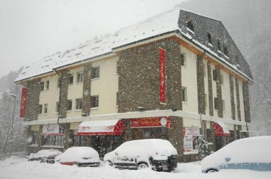 Hotel Palarine : Exterior View in Winter