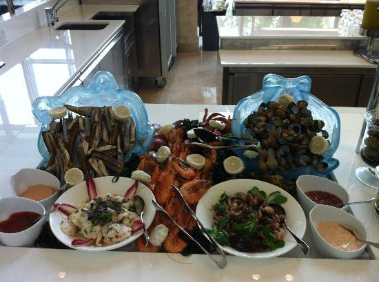 The St. Regis Saadiyat Island Resort: Buffet Olea-Restaurant