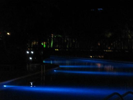 Grand Sirenis Riviera Maya Resort & Spa: Quiet Pool at Night