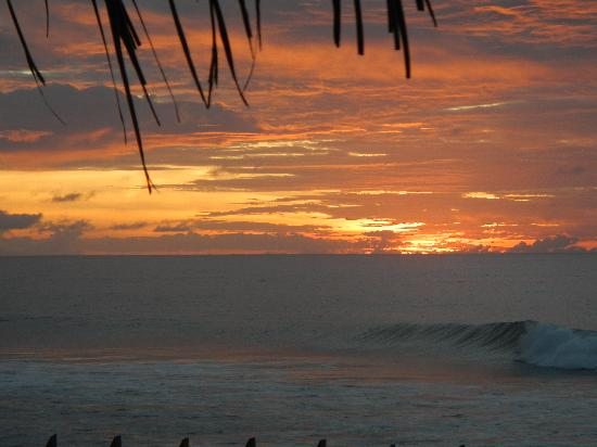 Sandy Point Beach Club : Sunset from the reading hut