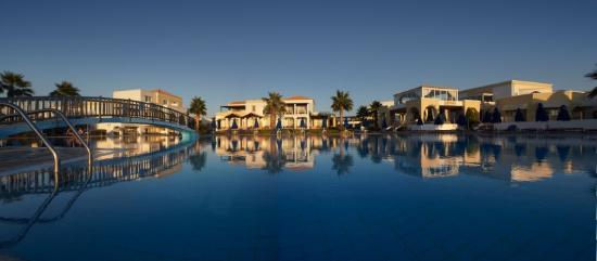 Neptune Hotels - Resort, Convention Centre & Spa : Residence Pool