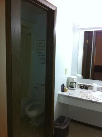 Sturgeon Lake, MN: Separate toilet/shower so I could get ready while my spouse showered.