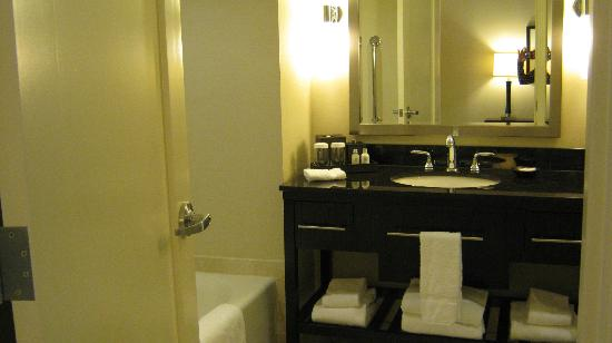 Loews Atlanta Hotel: Hotel bathroom