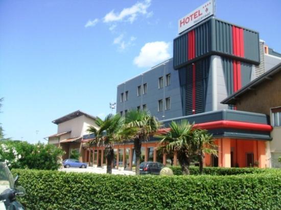 Hotel Mediterraneo: Exterior View