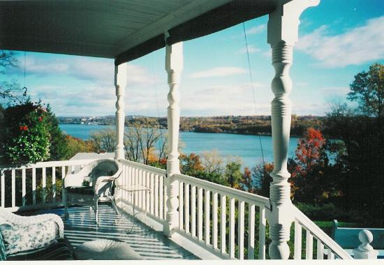 River Hill Bed and Breakfast: View from the front porch of the Hudson River