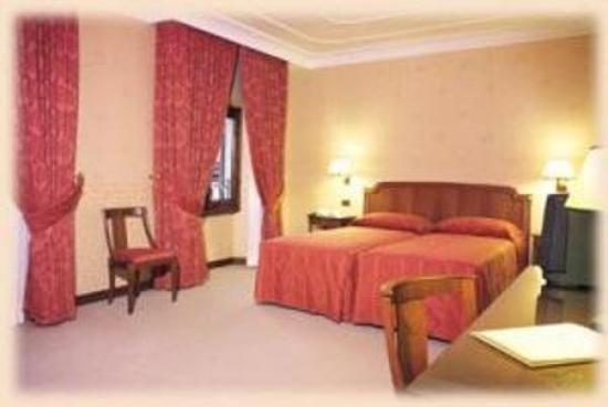 Strozzi Palace Hotel: Guest Room
