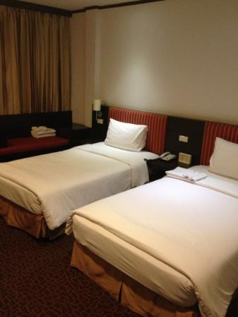 Bossotel Bangkok: Twin bed superior room