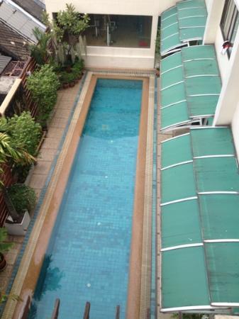 بوسوتل بانكوك: hotel pool 