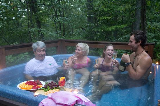 ACE Adventure Resort : Hot Tubing at the Cozy Cabin