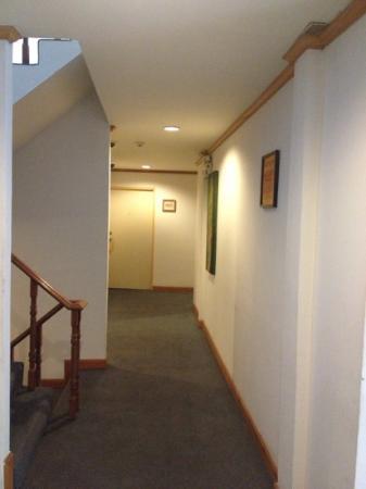 Bossotel Bangkok: hotel corridor