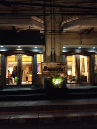 Bossotel Bangkok: hotel entrance