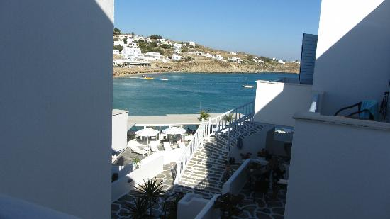 Petinos Beach Hotel : View from the steps between rooms