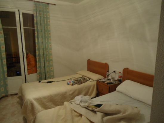 Hostal Residencia Casanova: habitacion