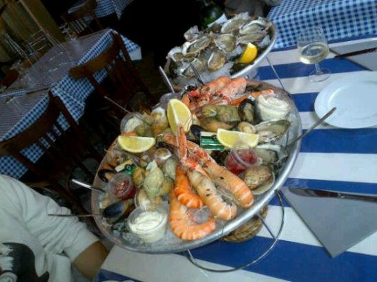 Le Cabanon Marin: fishe food  plate